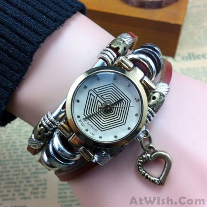 Retro Eight Diagrams Pattern Heart Steel Bracelet Watch