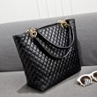 Retro Diamond Pattern Leather Handbag