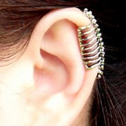 Punk Skull Spine Ear Bones Clip