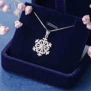 Cute Diamond-studded Shining Snowflake Pendant Winter Style Cool Fashion Silver Necklace