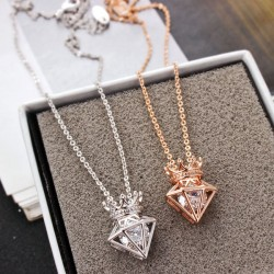 Elegant Short Chain Crown Cubic Zircon Crown Triangle Diamond Pendant Necklace