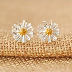 Sweet Daisy Flower Yellow Stamens Sterling Silver Fresh Earring Studs
