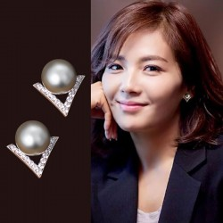 Unique Diamond Triangle Silver Pearl Inlay V Shape Lady Earring Studs