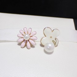 Sweet Lovely Daisy Flower Pearl Pendant Asymmetric Fashion Earrings