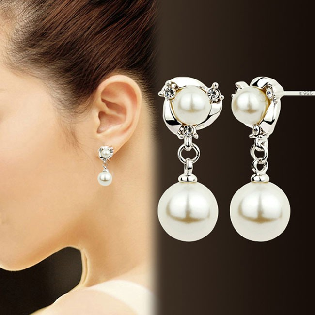 Fashion Diamond Bordered Pearls Silver Women Earring Studs