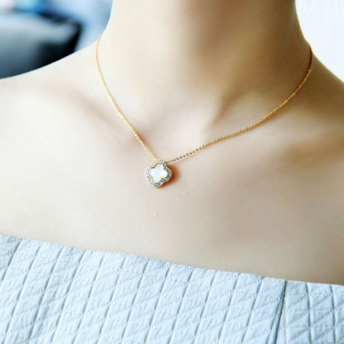 Clover Inlay Diamond Shell Black Gilded Pendant Lady Clavicle Necklace