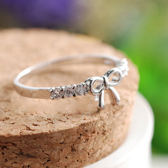 Lovely Lovely Rhinestone Bow Ring silver